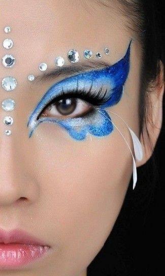 Make up a farfalla nei toni del blu con strass