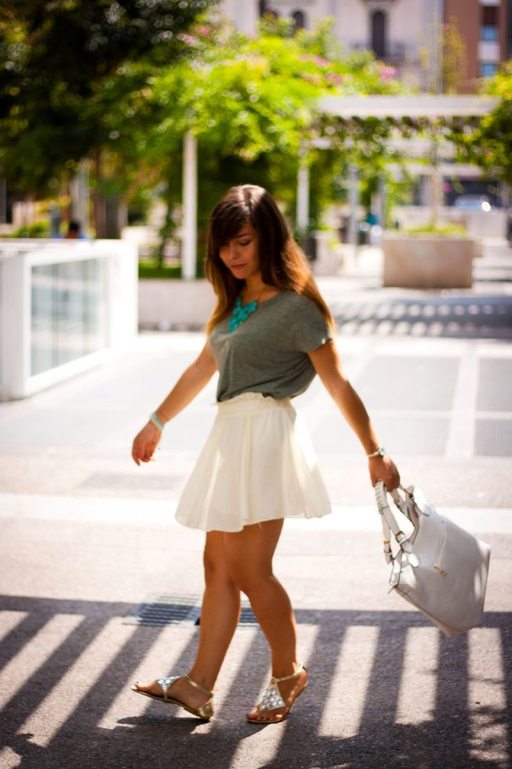 Look of the day: classy, casual and chic in the city
