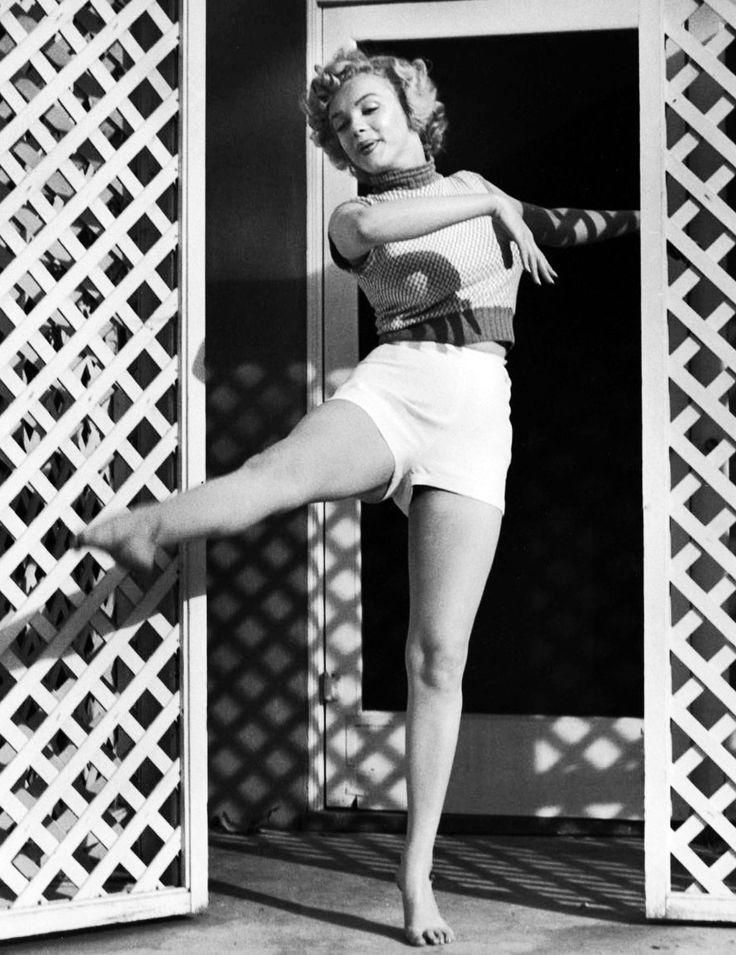 """Marilyn Monroe, 1953 © Andre de Dienes."""