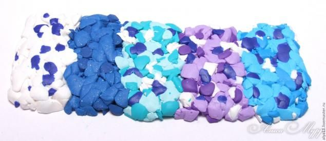 Доброго дня вам, мои дорогие! :) Хочу показать вам, как сделать вот такие 'водовороты' из полимерной глины. Велосипед я не изобретала, идея не слишком новая, это один из вариантов. Для работы нам потребуется совсем не много: 1. Полимерная глина выбранных цветов. Один из них должен быть самым тёмным. 2. Канцелярский нож или лезвие. 3. Ролик для раскатывания (бутылка, флакон из-под лака для волос -…