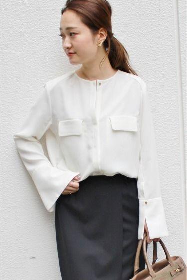 ノーベルサテンビックカフスシャツ  ノーベルサテンビックカフスシャツ 19440 2016AW FIGARO Paris 今年らしいビックカフスが特徴のシャツ ノーカラーですっきりと品良く着こなしつつトレンドも抑えたコーディネイトのキーアイテムとして活躍してくれるトップスです タイトスカートやワイドパンツにインしてスタイル良く着こなしていただくのがオススメです 取り扱いについては商品についている品質表示でご確認ください 店頭及び屋外での撮影画像は光の当たり具合で色味が違って見える場合があります 商品の色味はスタジオ撮影の画像をご参照ください ブラックA着用スタッフ身長160cm 着用サイズ38 ホワイトA着用スタッフ身長160cm 着用サイズ38 166cm 着用サイズ38 モデルサイズ:身長:168cm バスト:80cm ウェスト:59cm ヒップ:87cm 着用サイズ:36