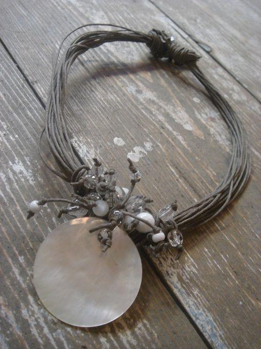 collana di conchiglie pokonaso   Grani e Vaghi - Madreperla e conchiglie   i love necklaces   Pinterest