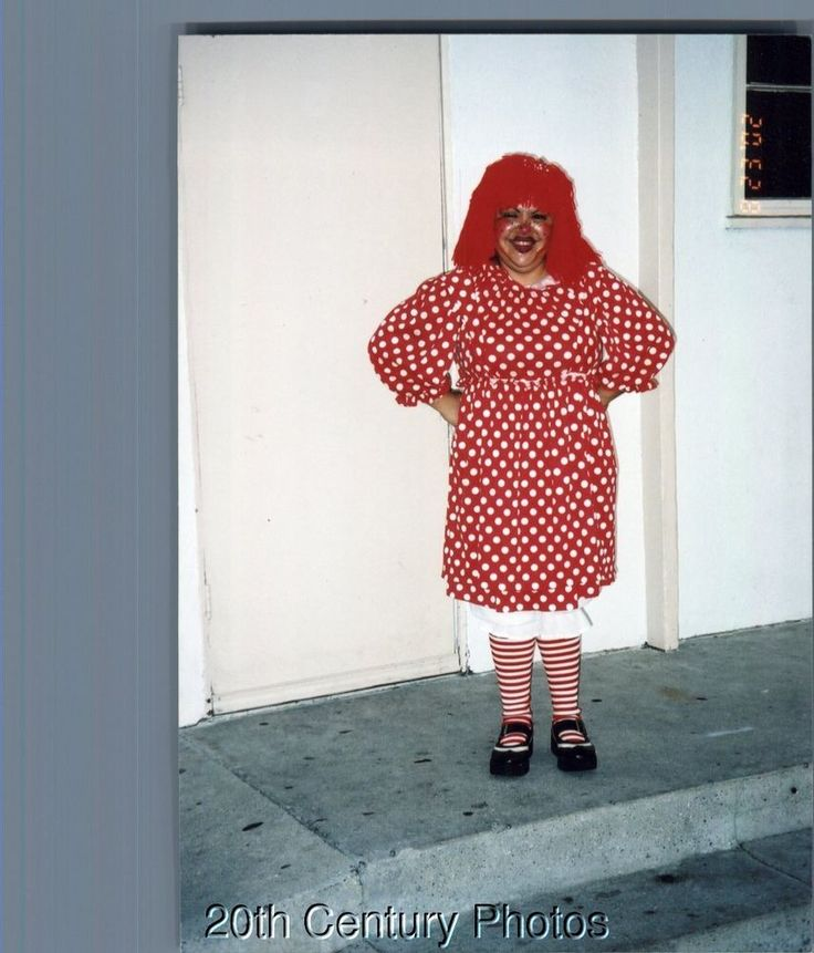 COLOR PHOTOGRAPH F_9307 WOMAN POSED IN RAGGEDY ANN COSTUME