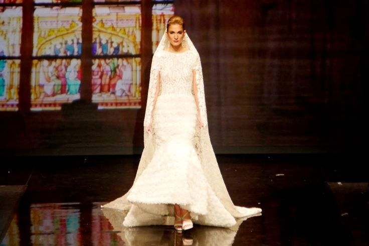 This weddingdress is designed by #addyvandekrommenacker and shown during #boschbyaddy. For this show Addy worked with #Valyra  https://www.facebook.com/addy.vandenkrommenacker.9/videos/1753117648242680/