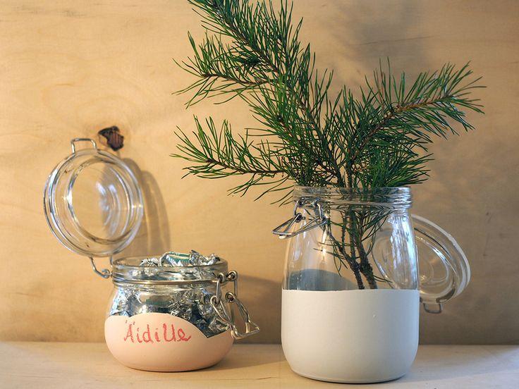 Lasipurkki voi olla myös lahja, kun sisältä löytyy herkkuja ja pintakäsittely on persoonallinen. Dippaa ulkopinta herkulliseen väriin, joka sopii sävyiltään yhteen itse lahjan sisällön kanssa.