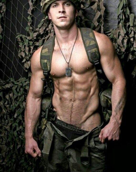 накаченные мужчины в униформе - 14