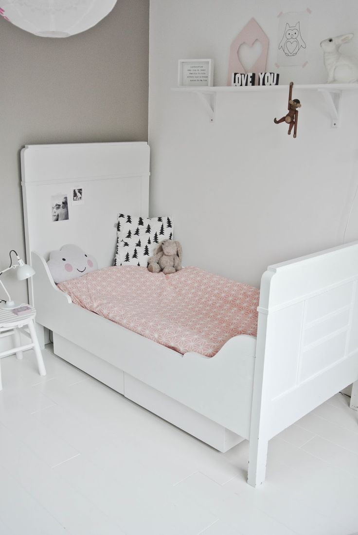 Lekker Fris - pretty in pink.... beautiful for a little girls room that just has a hint of pink detail