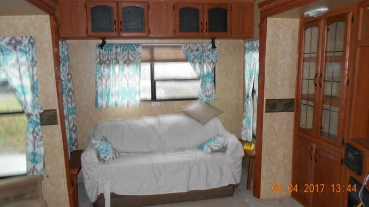 Buy A Used 2010 Sandpiper 356RL Fifth Wheel at wholesale price. Delivery available. Get your instant wholesale price quote now. RVN10731