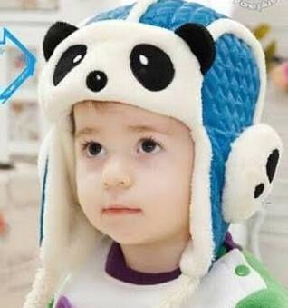 TOPI BAYI TRA43 PANDAmerupakan topi anak yang dibuat dengan desain menarik menggunakan mesin dan bahan-bahan pilihan sehingga kualitas bagus