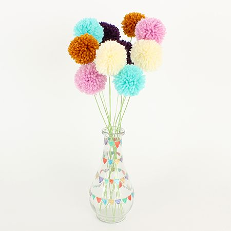 Colored pompom bouquet / Bouquet de pompons colorés | DeSerres