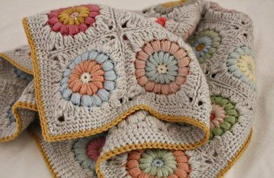 podkins:  Oh. My. This is just too perfect.  Found again at Himiko (no sekai).  Himiko crocheted this little blanket called the Sunshine Day blanket (pattern by Alicia Paulson). I love EVERY LITTLE THING about this!