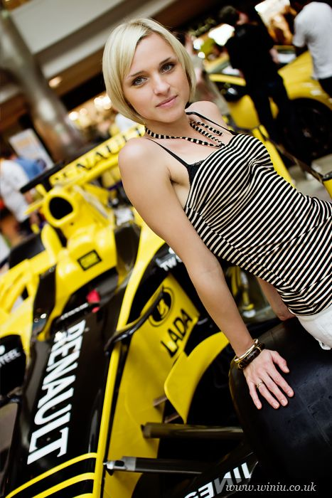 renault girls Enter the world of formula 1 your go-to source for the latest f1 news, video highlights, gp results, live timing, in-depth analysis and expert commentary.