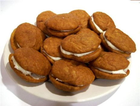 Pumpkin Whoopie Pies: Recipes for Halloween cake with marshmallow cre ...