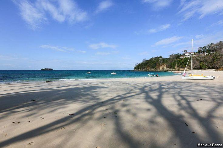 Essa pequena faixa de areia é a porta de entrada para a Isla Contadora. Entre belas formações rochosas, a água multicolorida do oceano Pacífico forma a Playa Galeon. De u...