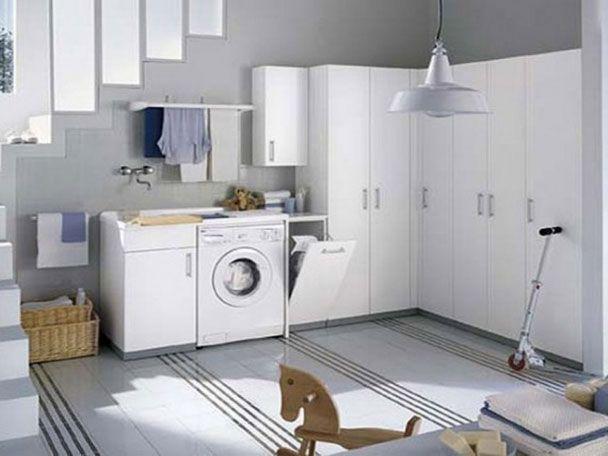Прачечные комнаты у большинства выглядят как небольшой подвал, и многие действительно считают, что комнате, где стирают и сушат одежду дизайн ни к чему. Эта статья правильной организации и дизайне интерьера прачечной комнаты.