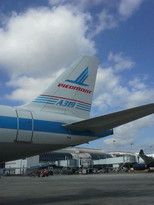 USAirways retro paint scheme of Piedmont Airlines