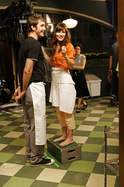 Pushing Daisies BTS. Lee is so tall that Anna has to stand on a box to kiss him. Adorable!