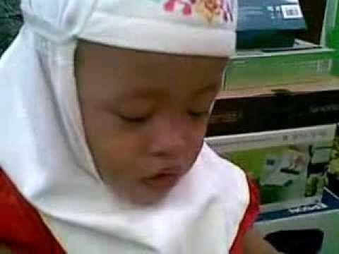 Video Anak Lucu, Bernyanyi Lagu Anak Anak Berjudul Gajah Gajah