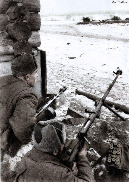 Советский солдат с винтовкой ПТРД противотанковых | За Родину от