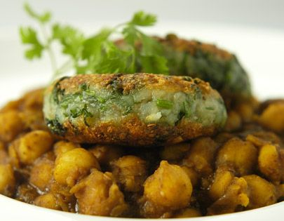 Hariyali Tikki With Imli Chole