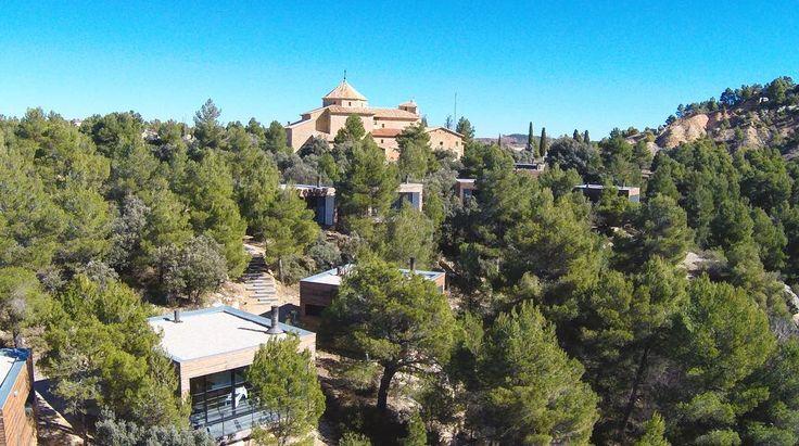 Cuando decimos que nuestro hotel está inmerso en un mar de pinos es... literal  Gracias Alfredo de @Rpa_Media por la foto.  #Dron #drone #hotelviews #travel #viaje #viatge #vouyage #reise #travelling #instatravel #architecture #arquitectura #diseño #design #Spain #España #Aragón #Teruel #Matarranya #nature #rural #boutiqueHotel #luxury #exclusive #petfriendly #kidsfriendly #gayfriendly