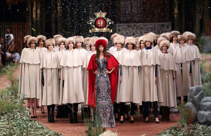 Irına Shayk Dosso Dossi Fashion Show-Stage and Runway Design/Implementation-Cem İnci