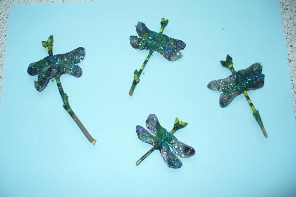 Dekorieren mit gebastelten Libellen