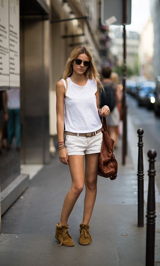 Love this summertime look... Minis, White Shorts, Summer Looks, Vacations Wear, Rio De Janeiro, Summer Style, Street Style, Isabel Marant