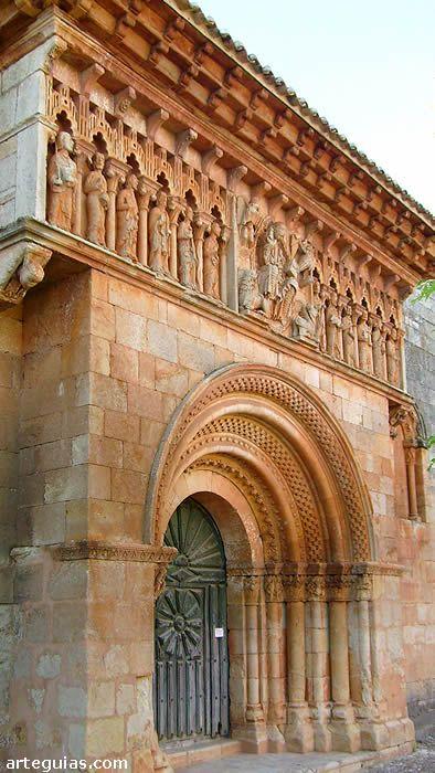 La fachada sur de la iglesia de Moarves de Ojeda, Palencia