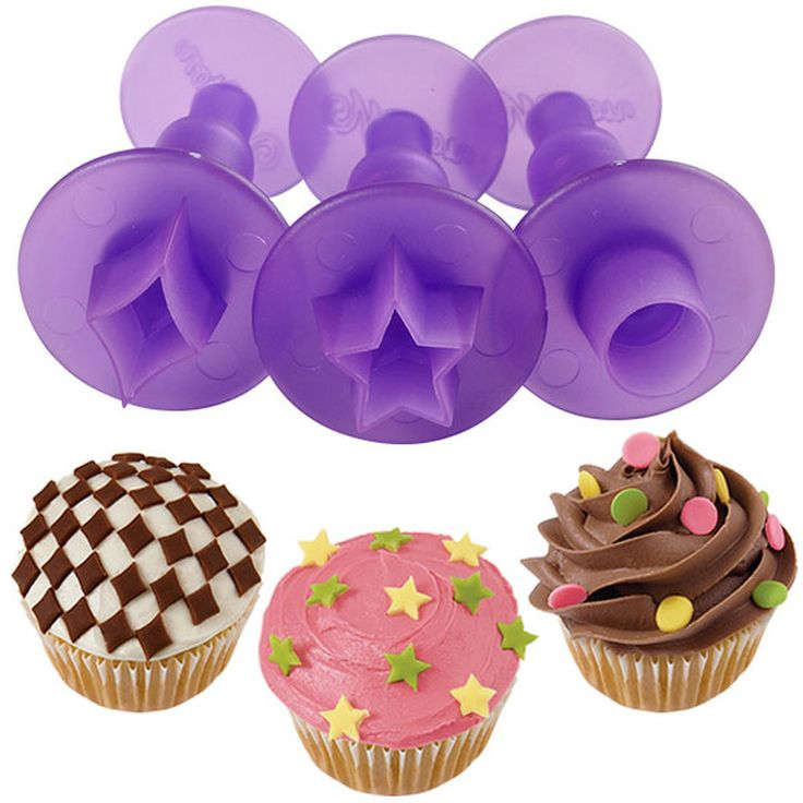 <p>Cut and eject mini fondant shapes for cupcakes and treats with the three-piece Wilton Classic Shapes Mini Fondant Cut-Outs Set.</p> <ul>   <li>Cut and eject mini fondant shapes for cupcakes and treats with the three-piece Wilton Classic Shapes Mini Fondant Cut-Outs Set.</li>   <li>Create a design using the star, circle or diamond shapes on a cupcake or just use the mini fondant cut-outs as accents.</li>   <li>To cut out shapes, press cutter evenly through the rolled-out fondant, then…