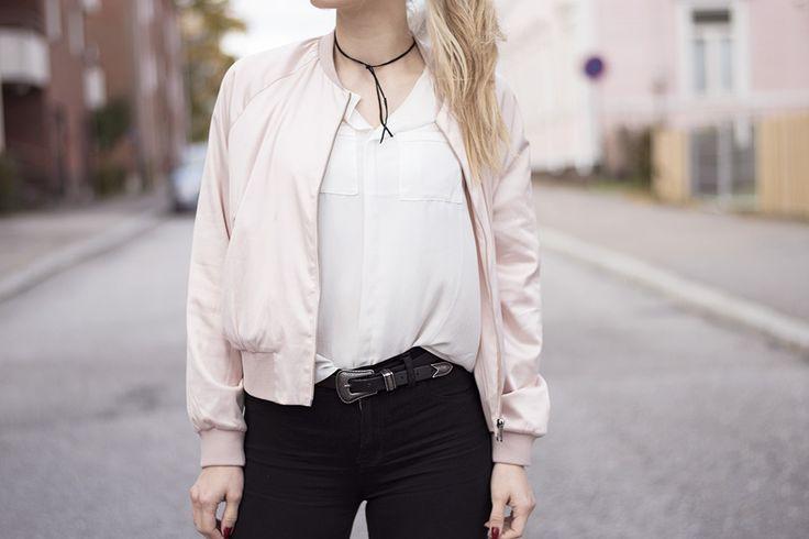 outfit-sandraemilia-pink-bomber-black-jeans-choker-white-shirt-2