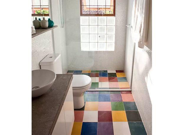 banheiro-ladrilho-hidráulico-base-branca-fernanda-neiva (Foto: Lufe Gomes/Editora Globo)