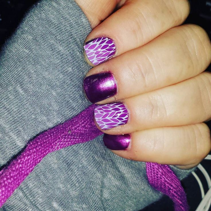 Can't believe I don't #bitemynails anymore!! #notd #lotusombrejn with #jamminjn lacquer #becauseofJamberry #love #happy #hoodie weather tonight