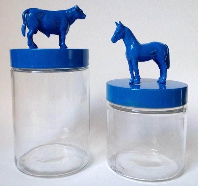 2 stuks glazen dieren voorraadpotten van 2e hands plastic dieren, blauw, koe en paard    recycle art!    meerdere potten leverbaar: te kiezen uit boer