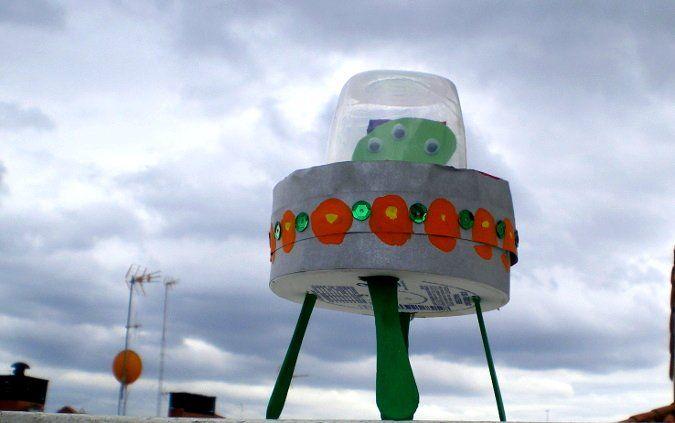 http://cartulina.es/manualidades-originales-ovni-de-reciclaje/ OVNI hecho con materiales de reciclaje