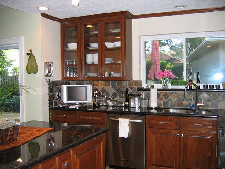 Kitchen black galaxy granite cherry cabinets slate tile for Cherry kitchen cabinets with black granite