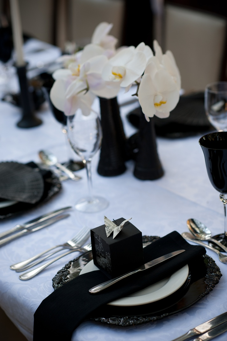 Black & White Tablescape Centerpiece www.tablescapesbydesign.com https://www.facebook.com/pages/Tablescapes-By-Design/129811416695