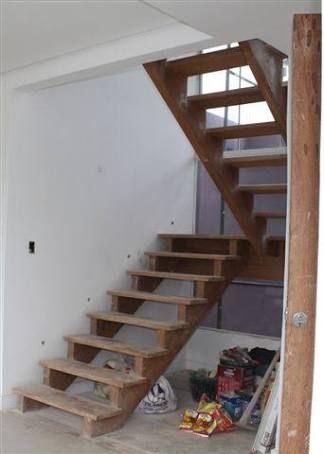 Resultado de imagem para escadas de madeira simples