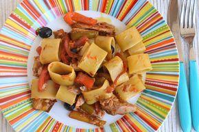 Pasta peperoni e tonno, scopri la ricetta: http://www.misya.info/ricetta/pasta-peperoni-e-tonno.htm