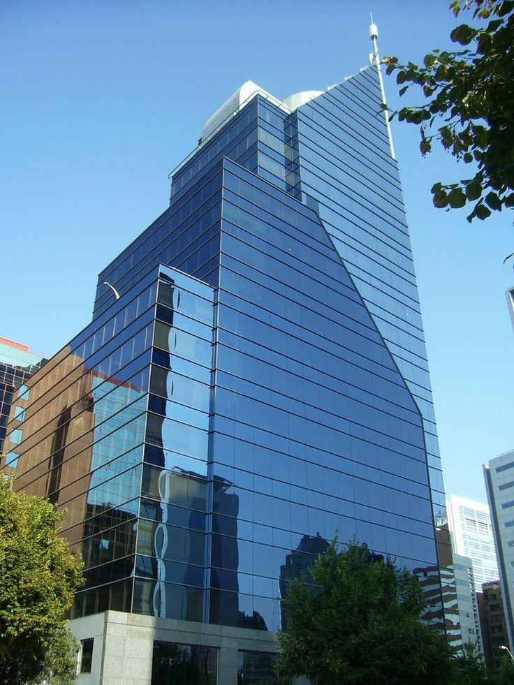 Edificio de bellas líneas arquitectónicas en Avda. Gertrudis Echeñique Santiago de Chile