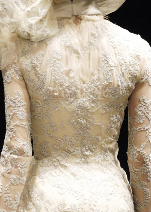Magnifique ♥Wedding Dressses, Paris Fashion, Fashion Weeks, Alexander Mcqueen, Fashion Details, Dresses, Fall 2006, Lace Clothing, Haute Couture