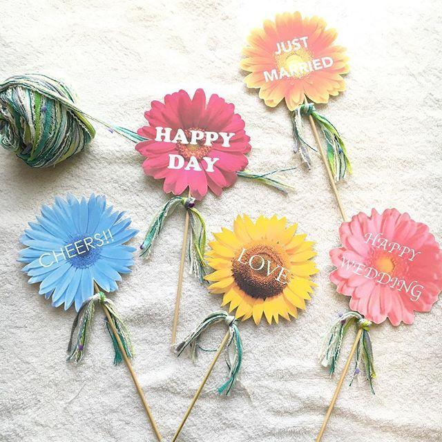 #新作 です(^^)☆ お花のWeddingフォトプロップスです*:.* 持ち手には葉っぱをイメージした、緑の#引き揃え糸 が付いています♪  5本セットでの販売です(^^) 誕生日バージョンや他の記念日バージョンがが欲しいという方がいらしたら、ご相談ください꒰*´∀`*꒱ 過去の作品は#harumamahandmade まで♡  #ハンドメイド#結婚式#結婚式準備 #結婚式diy #ウェルカムアイテム #ウェルカムスペース #受付飾り#誕生日#誕生日準備 #diy #100日#100日記念#ハーフバースデー#ハーフバースデー準備 #happybirthday #happywedding #happyhalfbirthday #グルーガン#フォトプロップス