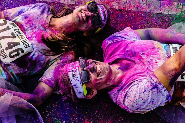 53 Rainbow-Tastic Pictures Of The Color Run 5K- Idea for pictures with Shayla!