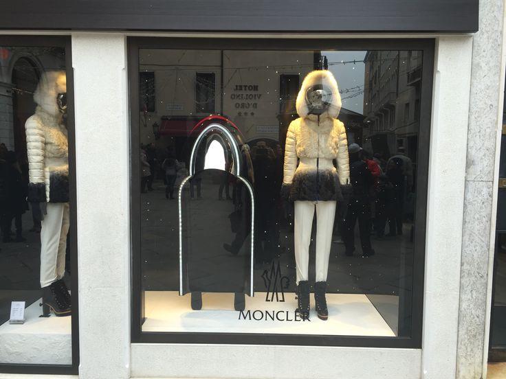 Vitrine Window Display Moncler Venise