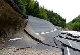 3-Jun-2013 14:20 - OOK ZWITSERSE SPOORBAAN GETROFFEN DOOR REGEN. De Gotthard-spoorlijn door de Zwitserse Alpen is deels onbruikbaar nadat er stukken rots op waren gevallen door de hevige regenbuien. Maandag…...