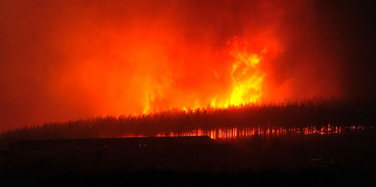 Terrifying footage shows how quickly the #KnysnaFire spread in five minutes  The footage gives some context to how hectic these fires were. https://www.thesouthafrican.com/terrifying-footage-shows-how-quickly-the-knysnafire-spread-in-five-minutes-video/