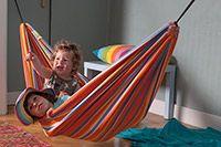 Playa Happy Hängmatta  HAMACA Playa hängmatta är den perfekta hängmattan till barnen eller en vuxen på upp till 80kg. Den är riktigt smidig att ha med sig på utflykter, då den inte tar så stor plats. Den finns i 3 färgglada versioner.
