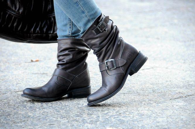 Con Dos Tacones with #Sendra. See the post:http://estefaniapersonalshopper.blogspot.com.es/2013/12/biker-boots-sorteo-sendra.html #boots #fashion #blogs #sendra