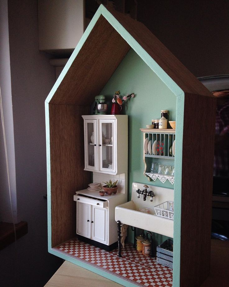 Miniature Kitchen in a room box - very cute!!