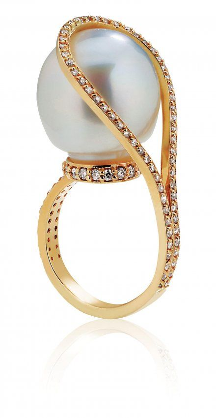 A CULTURED PEARL AND DIAMOND RING lbv